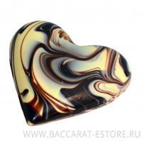 Большое сердце из шоколада