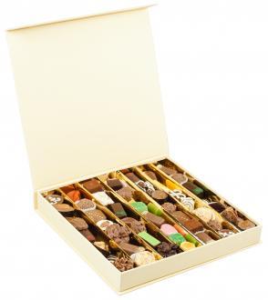 MOON QUATRO набор из из шоколада ручной работы Baccarat