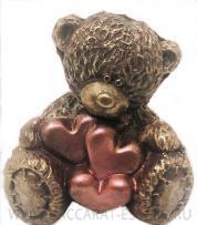 Мишка Тедди с сердцами из шоколада
